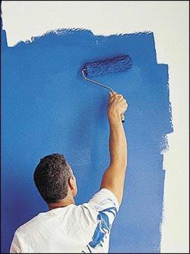 Кроме того, стены можно покрасить акриловой или алкидной краской, ее поверхность чуть-чуть поблескивает.