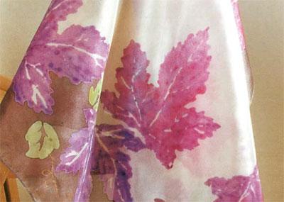 Роспись шелка. Печать с использованием загустителя для красок. Шарф с кленовыми листочками.