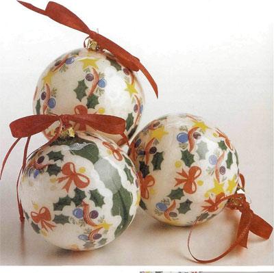 Декупаж. Как декорировать ёлочные шарики.