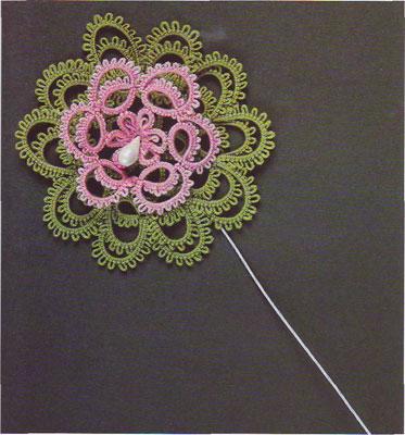 Фриволите. Мотив водная лилия с объёмным цветком.