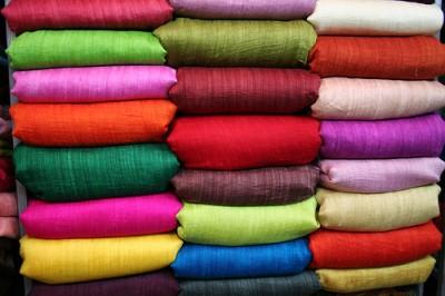 Уроки росписи по шелку. Как выбрать шелковые ткани, подходящие для росписи.