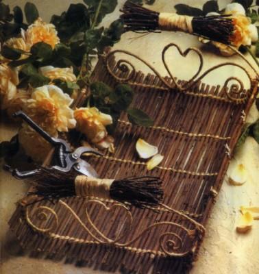 Плетение из проволоки. Как сделать поднос или кашпо.