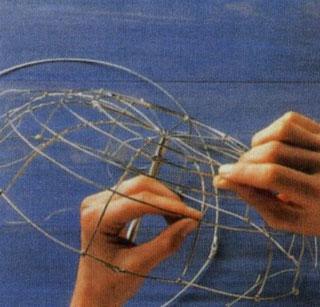 Как сделать подставку для украшений своими руками