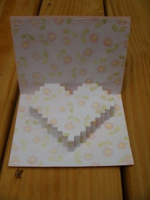 Волшебство из бумаги своими руками.  Валентинка с сердцем - кнопкой внутри.