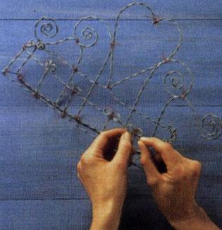 Плетение из проволоки. Как сделать полочку для приправ, ящик для цветов.