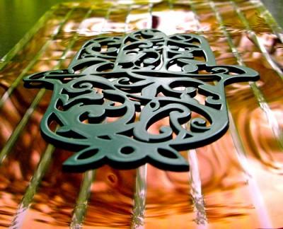 Что такое хамса, рука Фатимы. Примеры. Техника изготовления цепочки из бумажных полосок.