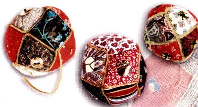 Как сделать традиционный лоскутный мяч - погремушку.