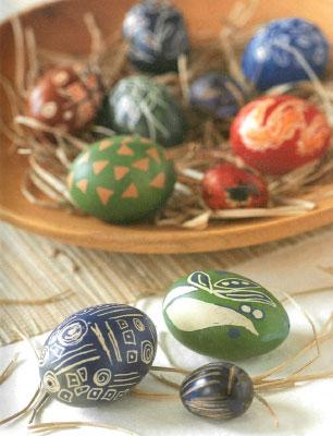 Как делать декорирование яиц кисткой и тьянтингом.