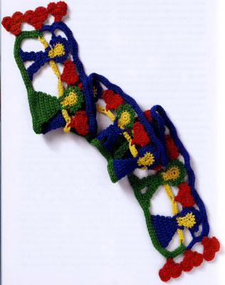 Как связать оригинальный шарф с куколками и сердечками ребёнку.