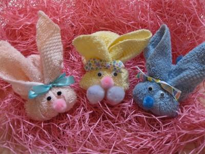 Украшение для пасхального подарка, подставка - заяц для яйца.