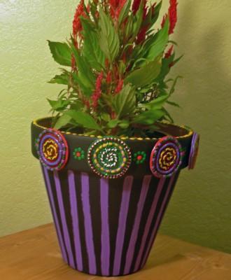 Декорируем цветочные горшочки поделками из фимо.