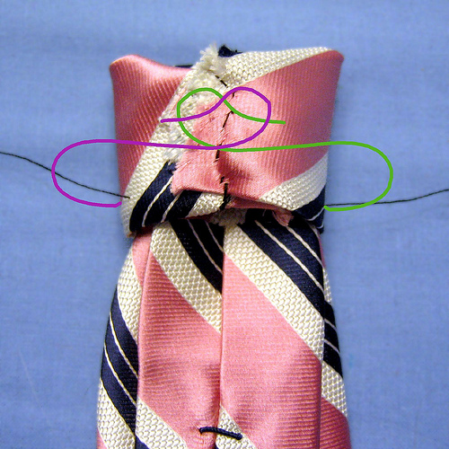 Информация с сайта http://www.trozo.ru.  Вот как можно перешить взрослый галстук на мальчика для любого праздника.
