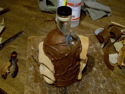 Мастер - класс по декору бутылок керамикой и кожей. Как сделать необычный подарок.