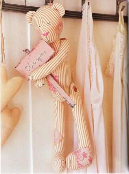 Выкройка куклы (туловище с ножками и отдельно -руки) представлена выше.