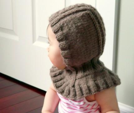 шапка шлем для мальчика спицами.