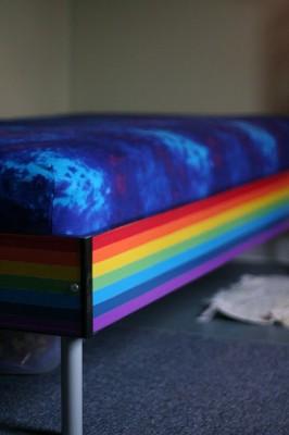 Радуга в комнате ребёнка. Как преобразить обычную детскую кровать.