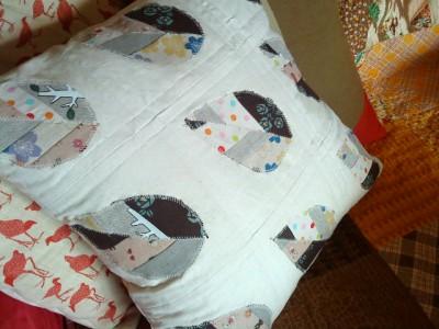 Лоскутные лепестки - простой способ украсить постельное бельё.