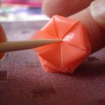 Как украсить палочку для канапе цветами из трубочек для коктейля.