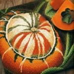 Вышиванием овощи: морковь, перец, помидоры, тыква.