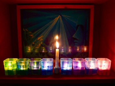 Создаём стильные новогодние подсвечники из стаканов.