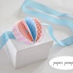Декор для подарка - бумажный помпон ручной работы.