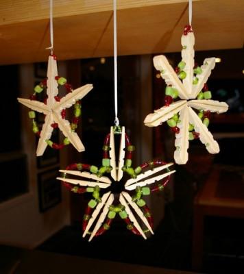 Звезда из прищепок - украшение к Новому году.