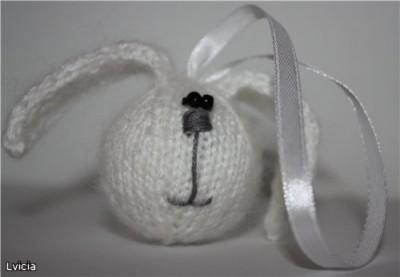 Мастер - класс по вязанию Зайцешарика (ёлочной игрушки) от Яковец Виктории.