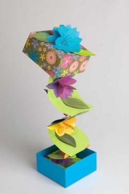 Pop - up коробка с объёмными цветами.