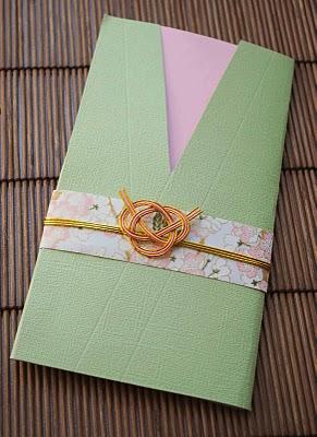 Как декорировать открытку и подарок узлами мидзухики.