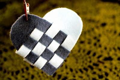 Плетёное сердце к празднику.
