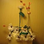 Работа Ольги Кочарян. Круглая вазочка с ромашками.