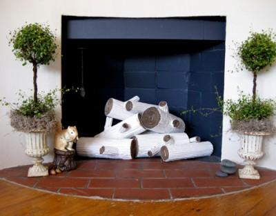 """""""Уютная"""" идея для загородного дома из гофрированного картона."""