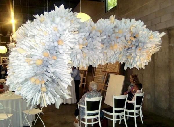 Идея арки - просто скрученные по диагонали листы офисной бумаги и скрепленные степлером.