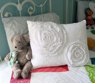 Милая, нежная, прелестная. Ваша новая подушка.