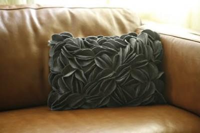 Идея по простому, но необычному декору подушки, сумки, косметички.