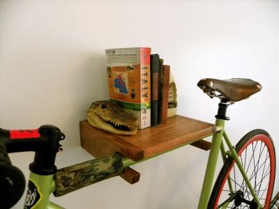 Удобный способ хранить велосипед.