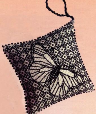 Вышивание. Изящные бабочки