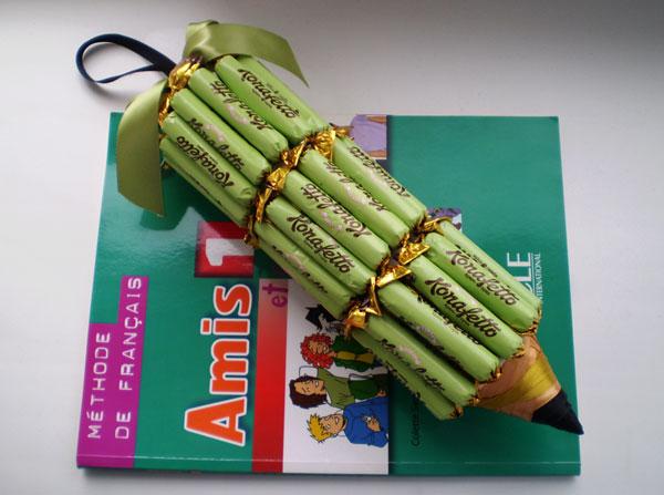 Подарок учителю, воспитателю, врачу: карандаш из конфет