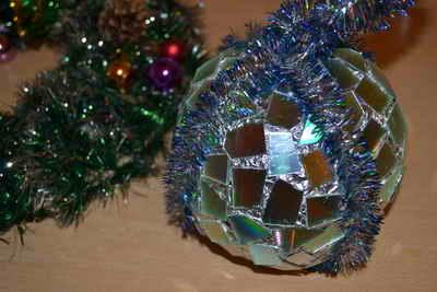 Изготовление новогоднего шара из CD дисков